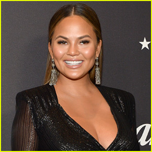 Chrissy Teigen Tweets About Bringing Potatoes on a Flight, Airline Responds!